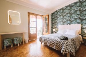 Ein Bett oder Betten in einem Zimmer der Unterkunft Nice Way Cascais Hostel & Surf Camp