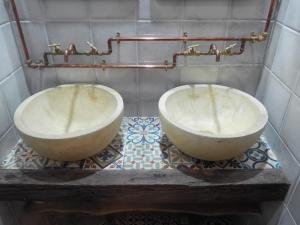 A bathroom at La plazuela verde