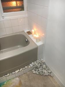 A bathroom at Le Lagon Marseillais