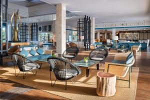De lounge of bar bij Ocean Maya Royale - Adults Only