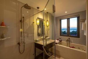 Ein Badezimmer in der Unterkunft Cozy Savvy Boutique Hotel Hoi An