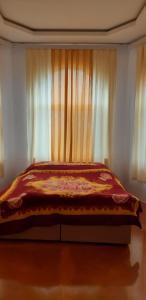 Cama ou camas em um quarto em Ismayilli Holiday House