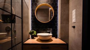 A bathroom at Floral Apartment