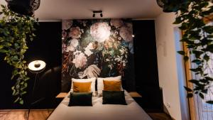 A bed or beds in a room at Floral Apartment