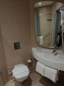 Um banheiro em Ibis Jeddah Malik Road