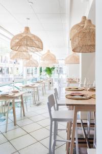 Een restaurant of ander eetgelegenheid bij Hotel Kaktus Playa
