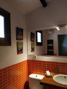 Un baño de Apartamentos La Iguana