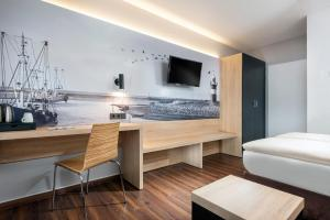 A television and/or entertainment center at Best Western Hotel Achim Bremen