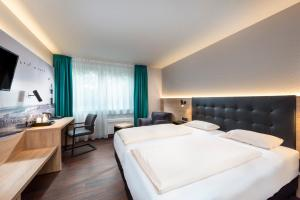 A bed or beds in a room at Best Western Hotel Achim Bremen