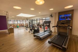 The fitness center and/or fitness facilities at Mercure Curitiba 7 de Setembro