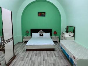 Cama ou camas em um quarto em Nizami street floor 1