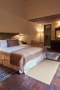 A bed or beds in a room at BE Jardin Escondido By Coppola
