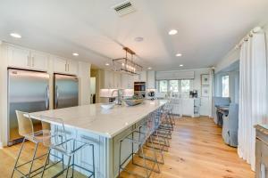 A kitchen or kitchenette at Summer Breeze Villa