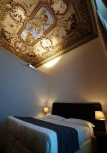 Een bed of bedden in een kamer bij Hotel Palazzo Vannoni