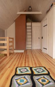 Łóżko lub łóżka w pokoju w obiekcie Słomiany Domek