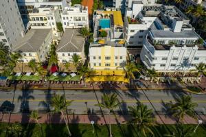 Ett flygfoto av Leslie Hotel Ocean Drive