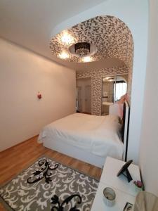 Cama ou camas em um quarto em TOURIST APARTMENT