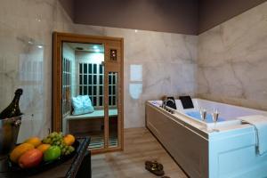 A bathroom at Villa Elisio Hotel & Spa