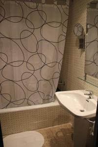 Un baño de Hotel Armonia