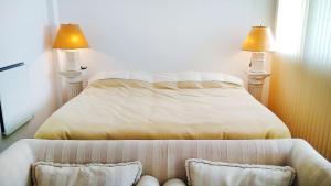 Una cama o camas en una habitación de Gorgeous Studio with rooftop pool, gym and laundry - Corrientes Ave
