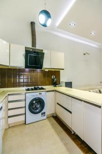 A cozinha ou cozinha compacta de LUX apartment near in Hard Rock