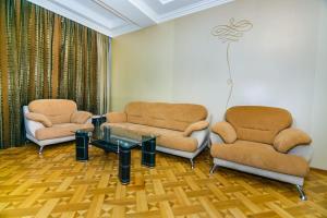 Uma área de estar em VİP Apartment number one