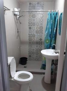 A bathroom at Bakakeng Room 1