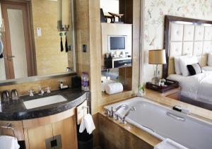 A bathroom at Wanda Vista Beijing