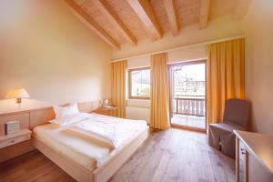 Een bed of bedden in een kamer bij Hotel der Wiesenhof