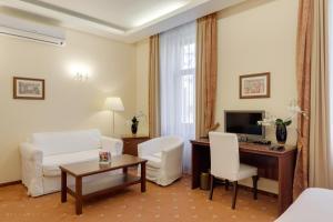 Гостиная зона в Louren hotel