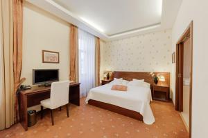 Кровать или кровати в номере Louren hotel