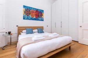 Un ou plusieurs lits dans un hébergement de l'établissement Kensington Gardens · Unique and Light Apartment, Bayswater