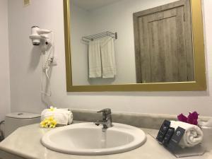 A bathroom at Kn Hotel Matas Blancas - Solo Adultos