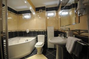 Ванная комната в Golden Card Motel