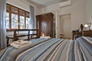 A bed or beds in a room at B&B Querceto