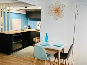 A kitchen or kitchenette at Le Loft Massalia