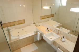 Um banheiro em Agulhon Hotel