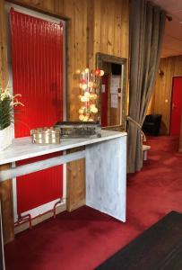 Cuisine ou kitchenette dans l'établissement Hôtel L'Escale Blanche