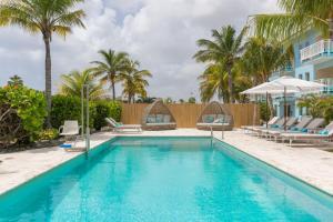 Het zwembad bij of vlak bij Dolphin Suites & Wellness