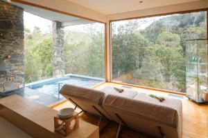 A bathroom at Peppers Cradle Mountain Lodge