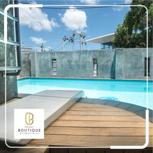 The swimming pool at or close to Beehive Phuket Old Town Hostel