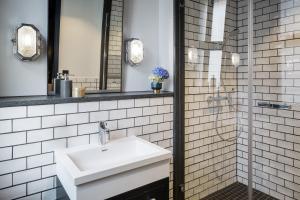 Ein Badezimmer in der Unterkunft Hotel AMO by AMANO Friedrichstraße