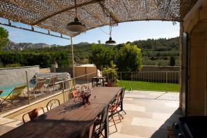 A balcony or terrace at Le Panorama des Alpilles