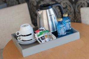 Coffee and tea-making facilities at Sercotel Codina