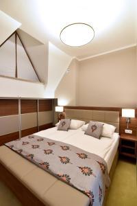 A bed or beds in a room at HOTEL*** NAT Bukowina Tatrzańska