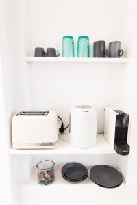 Set per la preparazione di tè e caffè presso Anemos Suite