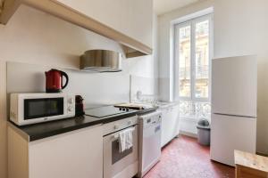 A kitchen or kitchenette at NOCNOC - L'Haussmanien
