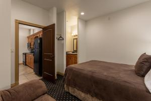 A bed or beds in a room at Alpen Dorf Pension