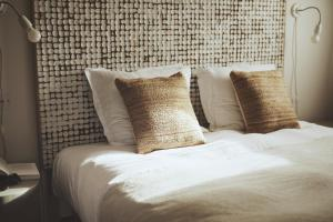 A bed or beds in a room at Domaine de Carraire