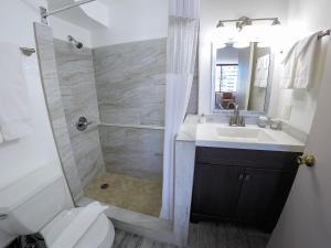A bathroom at Waikiki Monarch Hotel